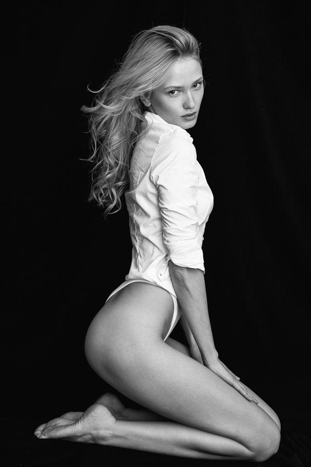 Regarder les filles : Zhanna Brass   pelirrubia   Pinterest   Black, Brass and Black white