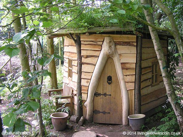 Construir esta casita de juegos de roble y pino en Lincoln, Inglaterra, costó 120 horas.