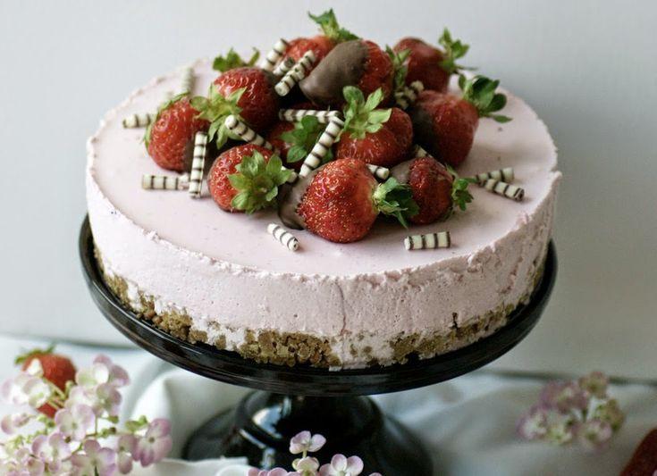 Ihr wollt mit wenig Aufwand Eindruck schinden: dann macht meine Non-Baking Erdbeer-Schmand-Torte!!!