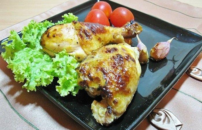 Запеченная курица в кефире http://mirpovara.ru/recept/2314-zapechennaya-kurica-v-kefire.html  Запеченная курица - распространенное блюдо в кулинарии. Существует множество маринадов для запекания...  Ингредиенты:  • Курица - 1кг. • Кефир - 1л. • Паприка - 1/2ч. л. • Шафран - 1/2ч. л. • Чеснок - 8зуб. • Соль - по вкусу • Смесь перцев - по вкусу • Приправы для курицы - по вкусу  Смотреть пошаговый рецепт с фото, на странице:  http://mirpovara.ru/recept/2314-zapechennaya-kurica-v-kefire.html