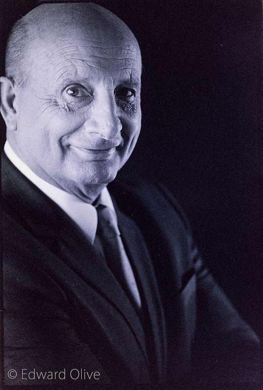 Portrait of doctor Enrique Galindo Andujar traumatologist © Edward Olive retratos corporativos profesionales