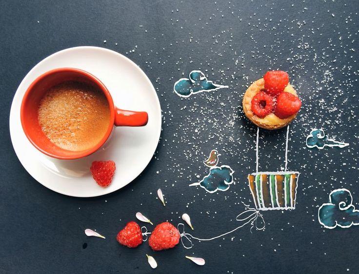 Итальянская художница Синтия Болоньезе работает на дому и рисует иллюстрации к детским книжкам. Как то раз Синтия пила кофе серым зимним утром, ее взгляд случайно упал на черную бумагу, которую она обычно использует для защиты стола от красок – рядом с чашкой кофе рассыпался сахар, и фантазия художницы заработала: она взяла карандаши и...