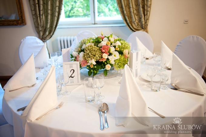 Guest table & floral centerpiece