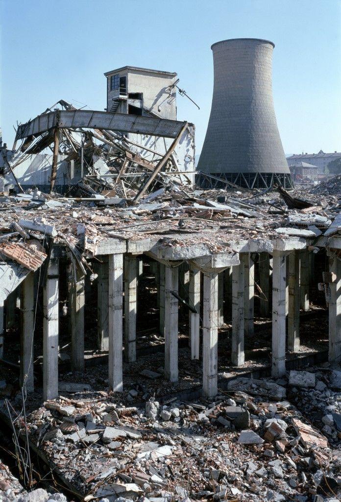 Parco Dora, La torre di raffreddamento della Michelin nel periodo delle demolizioni. Fotografia di Filippo Gallino per la Città di Torino, luglio 1998 - Torino, Italia