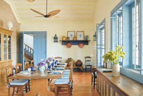 """Coração da casa, a cozinha de 58 m² incorpora uma ampla sala de jantar. """"..."""