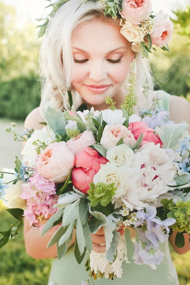 Warm-meets-cool palette of coral peonies, soft peach-garden roses, sage, and violet sweet peas.