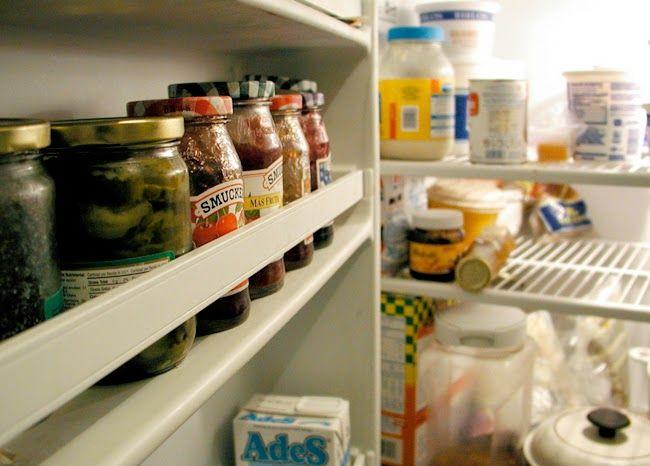Cómo eliminar los olores en la nevera o frigorífico. Trucos y consejos. http://www.monstruorecetas.es/2014/12/eliminar-olor-nevera-frigorifico.html