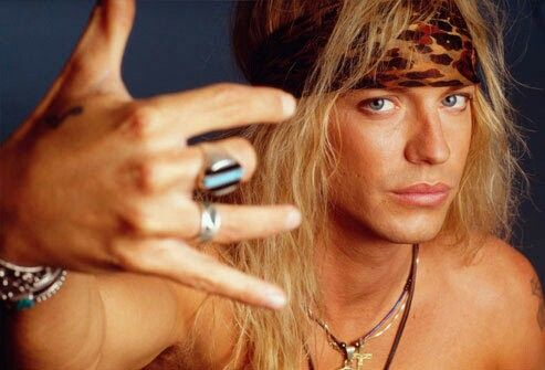 Niezbędnym dopełnieniem rockowego stylu lat 80tych były bandany wiązane na głowie, najczęściej na długich, rozpuszczonych włosach. www.topnaj.pl