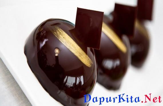Bahan Lapisan Cokelat: 30 gr cokelat bubuk1 bungkus agar-agar bubuk800 ml susu cair150 gr gula pasir1/8 sdt garam2 kuning telurBahan Lapisan Busa: 50 gr biskuit cokelat (buang krimnya),dihancurkan kasar-kasar300 ml susu cair