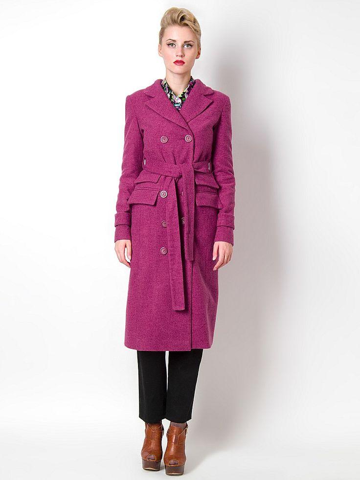 Отличное демисезонное пальто прямого силуэта. Двубортная застежка на пуговицы, прорезные карманы, длинные рукава с хлястиками. Пальто будет идеально сочетаться с различными деталями одежды. Прекрасный вариант для повседневного гардероба. Подкладка: 100% хлопок.