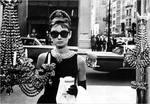 breakfast at tiffany's!Beautyful Fashion, Whιte Vιew, Deja Vu, Inspiration, B W Photos, Breakfast At Tiffanys, Absolute Audrey, Audrey Numb, Fashion Divas