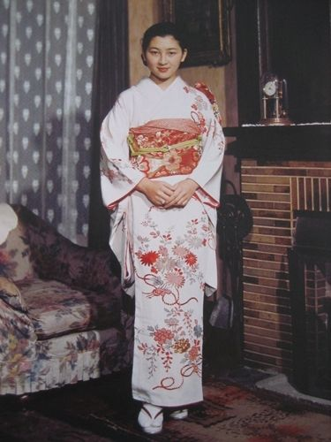 皇太子継宮明仁親王(つぐのみやあきひとしんのう)殿下に嫁がれる前の正田美智子(しょうだみちこ)さん(→今(平成)の皇后陛下)。SHŌDA Michiko (正田 美智子), later Empress Michiko of Japan