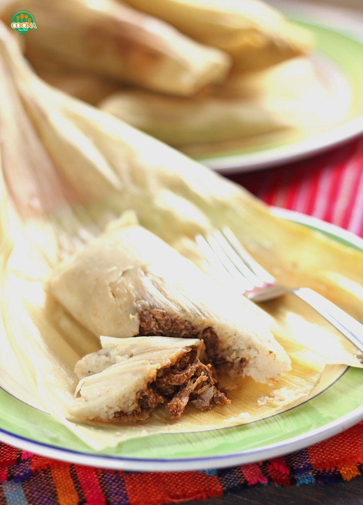 Para el Día de Muertos o por puro gusto: tamales de mole. Los tradicionales de la cocina mexicana #receta http://cocinamuyfacil.com/tamales-de-mole-con-pollo-receta/