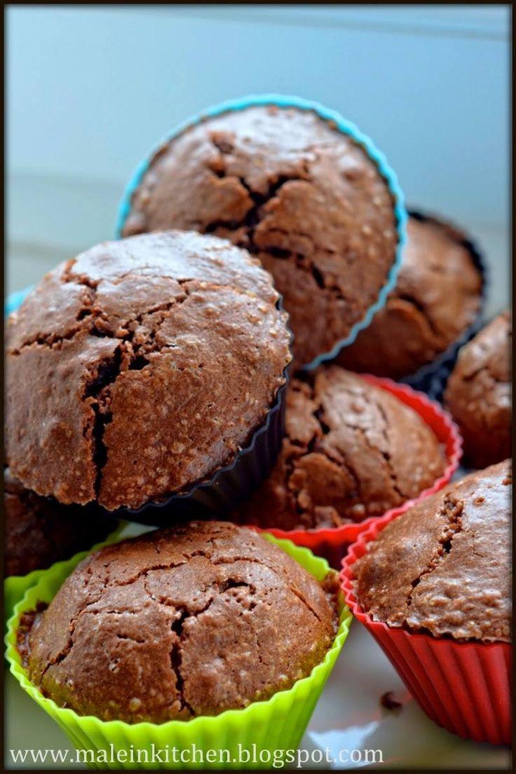 Specjalnie na dzisiaj Michał przygotował przepyszne cupcake brownie z chili! Dobrze, że mamy zdjęcia, bo były tak pyszne, że nawet nie pamiętamy jak wyglądały...  Przepis znajdziecie na blogu Michała http://maleinkitchen.blogspot.com/2014/08/krew-lubie-to-cupcake-chili-brownie.html  To tak jakbyście nie wiedzieli co zrobić z czekoladą po oddaniu krwi!