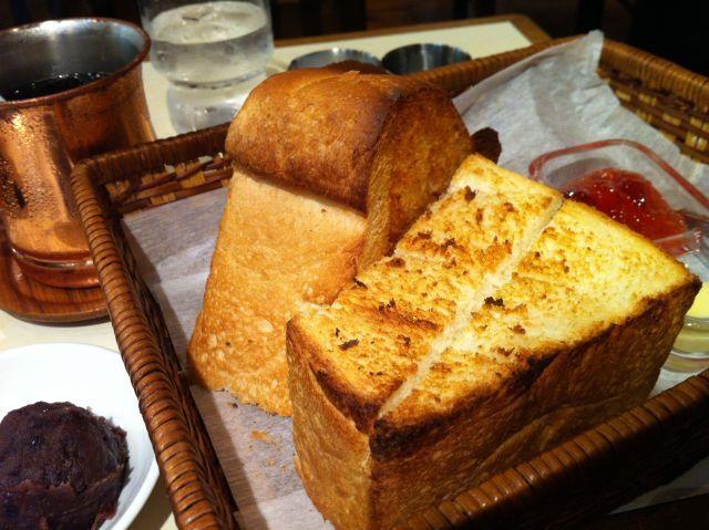 画像4 : バタートースト評論家・梶田香織がお届けする連載第1回。バタートースト評論家?何それ?と思った皆さん、バタートーストの世界って実は驚くほど深く、そして広いのです。さあ、あなたも究極のバタートーストを作ってみませんか?レシピもご紹介します。