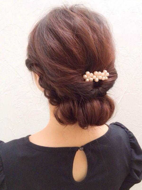 シニヨンで上品アレンジ。結婚式やイベントなど女の子ならドレスと合わせたヘアスタイルに♡女子のヘアセット参考一覧です。