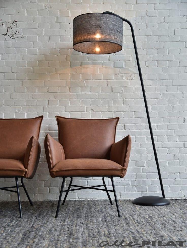 Vloerlamp Read Met Zwarte Kap Is Stoer En Industrieel