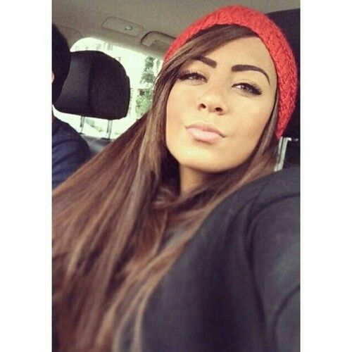 She is so pretty. cant even. neymar's sister.
