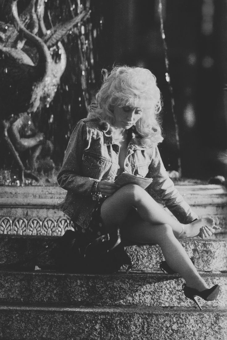 Dolly Parton - Loving the denim jacket and how down to earth this picture is