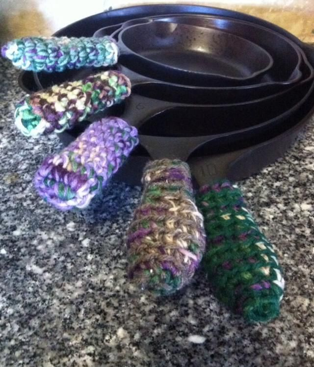 Adventures In Crochet: Cast Iron Skillet Handle Cover (Free Pattern)