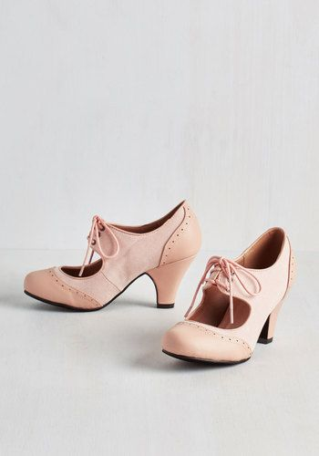 1940s-1950s style pink and white two tone shoes. LOVE them. $44