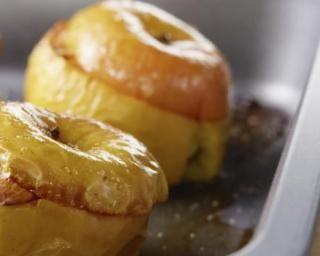 Pommes rôties au four et farcies aux fruits secs : http://www.fourchette-et-bikini.fr/recettes/recettes-minceur/pommes-roties-au-four-et-farcies-aux-fruits-secs.html