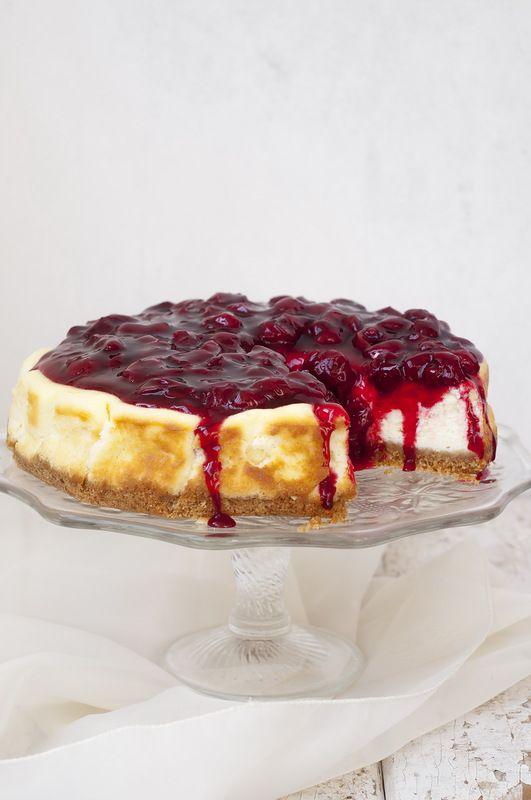 qualcosa di dolce per una tazza di caffè - cheesecake ricotta con salsa di ciliegie