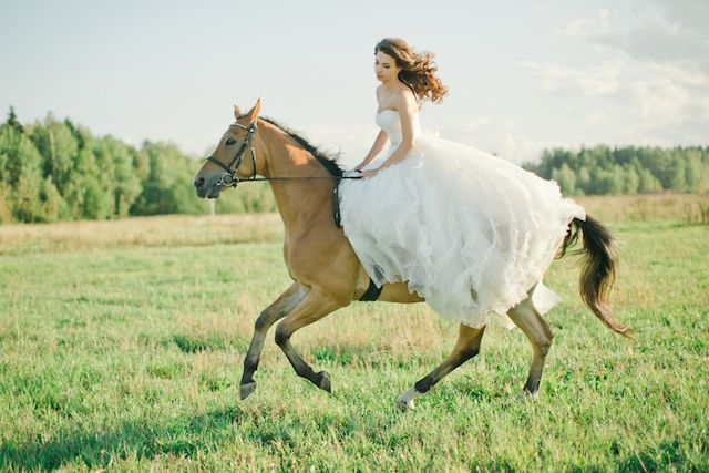 Equestrian bridal session | Warmphoto | see more on: http://burnettsboards.com/2014/11/equestrian-bridal-session/
