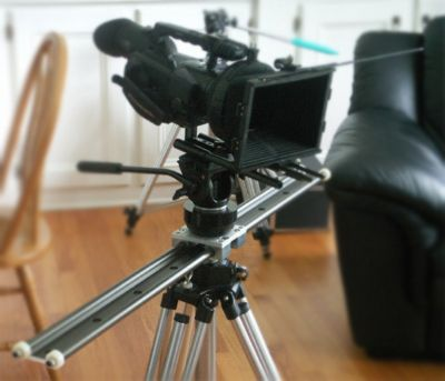 DIY slider for DSLR filmmaking... i want that rail.... it would go great with my planned rig