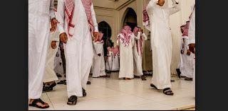 "Berita Islam ! Akhlak Buruk Sebagian Orang Arab Saudi yang Merendahkan Nama ""MUHAMMAD""... Bantu Share ! http://ift.tt/2vb19fR Akhlak Buruk Sebagian Orang Arab Saudi yang Merendahkan Nama ""MUHAMMAD""  Sejak pertama kali menginjakkan kaki di Arab Saudi tahun 2010 lalu sebetulnya ada beberapa hal yg kurang nyaman dan janggal. Salah satunya adalah penggunaan panggilan ""Ahmad"" atau ""Muhammad"" kepada orang lain atau orang asing yg 'derajatnya' dianggap lebih rendah. Di hotel seorang supervisor yg…"