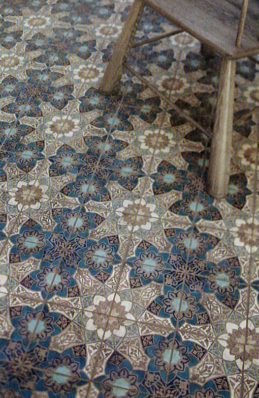 Patterned tiled floor