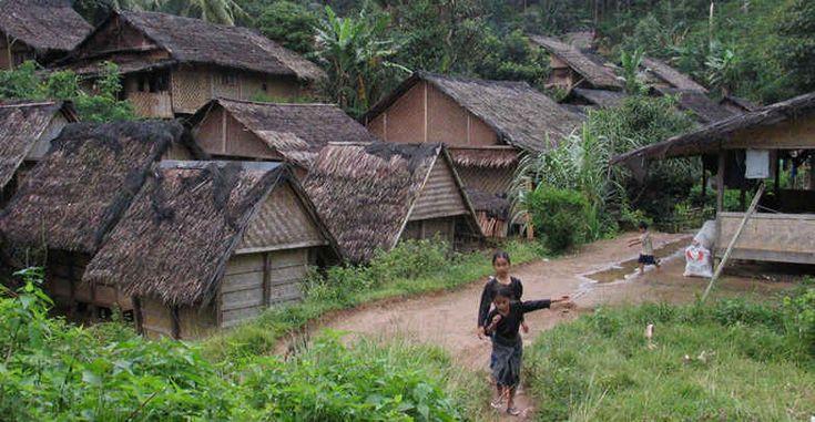 Sebagai Provinsi yang memiliki nilai sejarah yang tinggi, tak heran jika Banten memiliki beberapa Obyek Wisata yang patut untuk dikunjungi oleh Wisatawan atau pecinta travelling. Berikut beberapa Tempat Wisata di Banten :