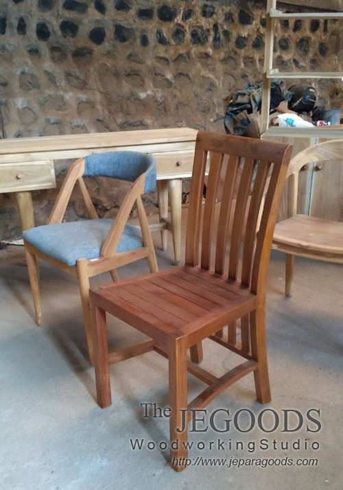 Design of teak minimalist and retro dining chair for cafe and restaurant project by Jepara Goods Woodworking Studio Furniture Indonesia