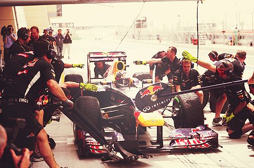 Sebastian Vettel in the pit stop, Bahrain Grand Prix 2012
