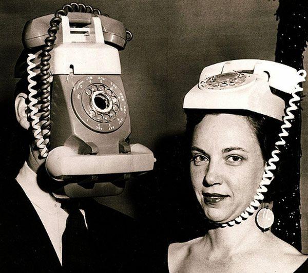 Approfittiamo delle feste altrui che ogni occasione è buona per festeggiare (citaz. aborigena). Cosa troverete: a parte la coppia telefono, mamma scheletro coi figlioli al guinzaglio, l'omino Miche...