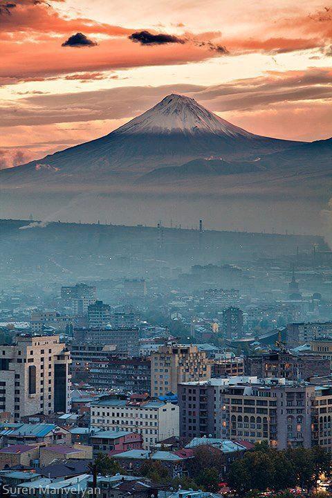 جبل ماسيس الأصغر - Փոքր Մասիսը Yerevan city in Armenia - The mountain in the background is Mt Ararat in Turkey.
