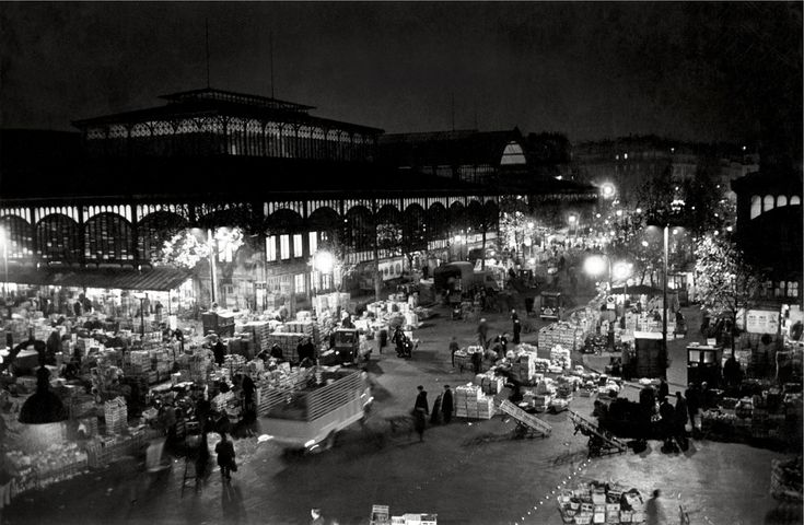 Les Halles, la nuit, photo de Robert Doisneau, Paris, 1967.