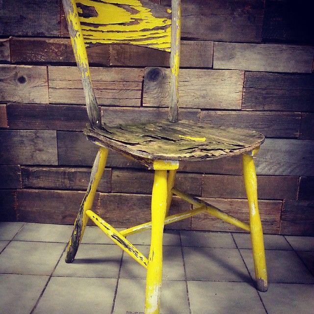 Krzesło za darmo dla fanów #extremevintage #ultimatevintage  do odbioru w sklepie, przed odbiorem proszę i telefon lub mail #rust #patin #krzesło #chair #sklepvintage #poznan