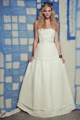 Wish i could get married again so i could wear a Punk Bride wedding gown by Stephanie Ward!
