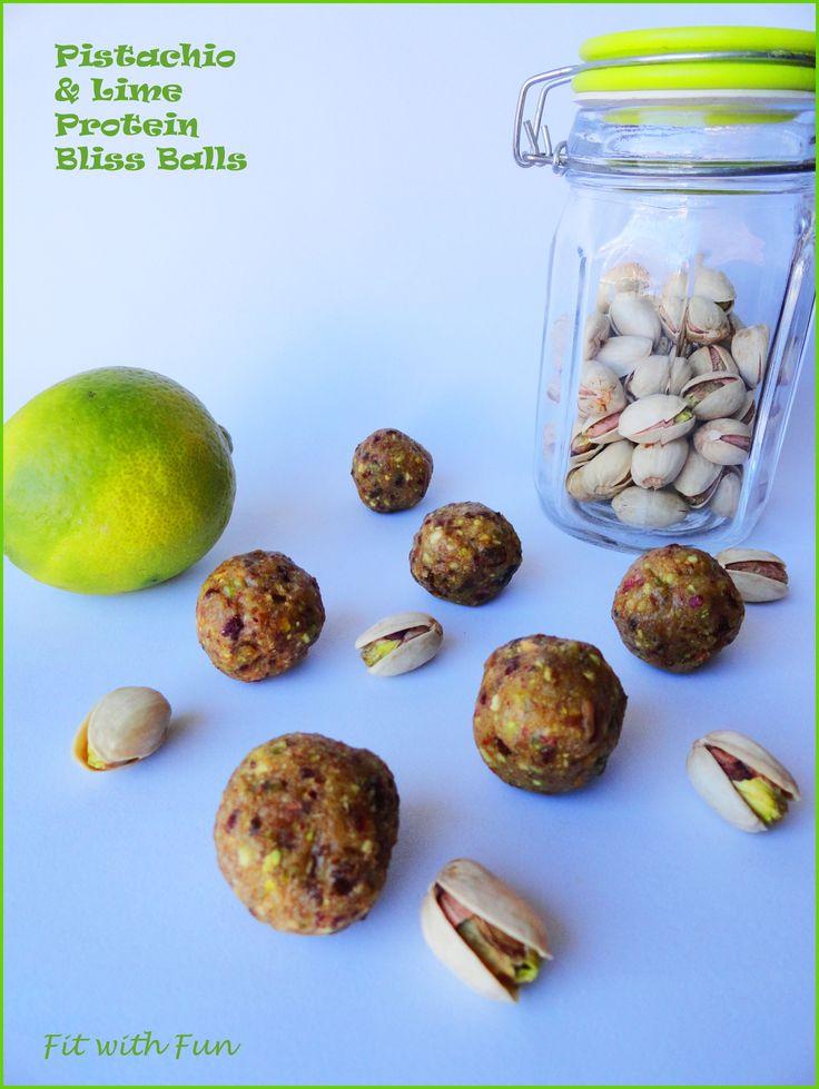 Un gusto che conquista... non resisterete! (consigliatissimi soprattutto in pre e durante il ciclo) Bliss Dragon Balls Proteiche al Pistacchio e Lime Tutti i Macro, Ferro e Vitamina C in meno di 60 calorie! 4 ingredienti, Raw, Vegan, Gluten/Dairy/EggsFree! #dragonballs #blissballs #energybites #energybars #iron #ferro #lime #vitaminC #pistachio #raw #vegan #glutenfree #whey #foodblogger #training #iifym #iifymitalia #eatclean #light #fit #fitness #foodgasm #foodporn #fitwithfun #fitfam #body