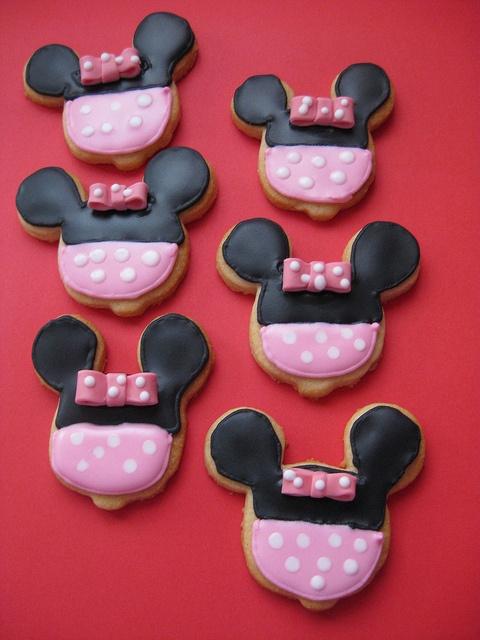 Minnie Mouse fondant cookie