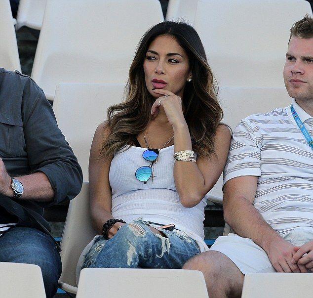 Nicole Scherzinger Dresses Down in Sneakers as She Watches Tennis Game of Rumored Boyfriend   Buy ➜ http://shoespost.com/nicole-scherzinger-grigor-dimitrov-queensland-nike-tennis-sneakers-ultra/