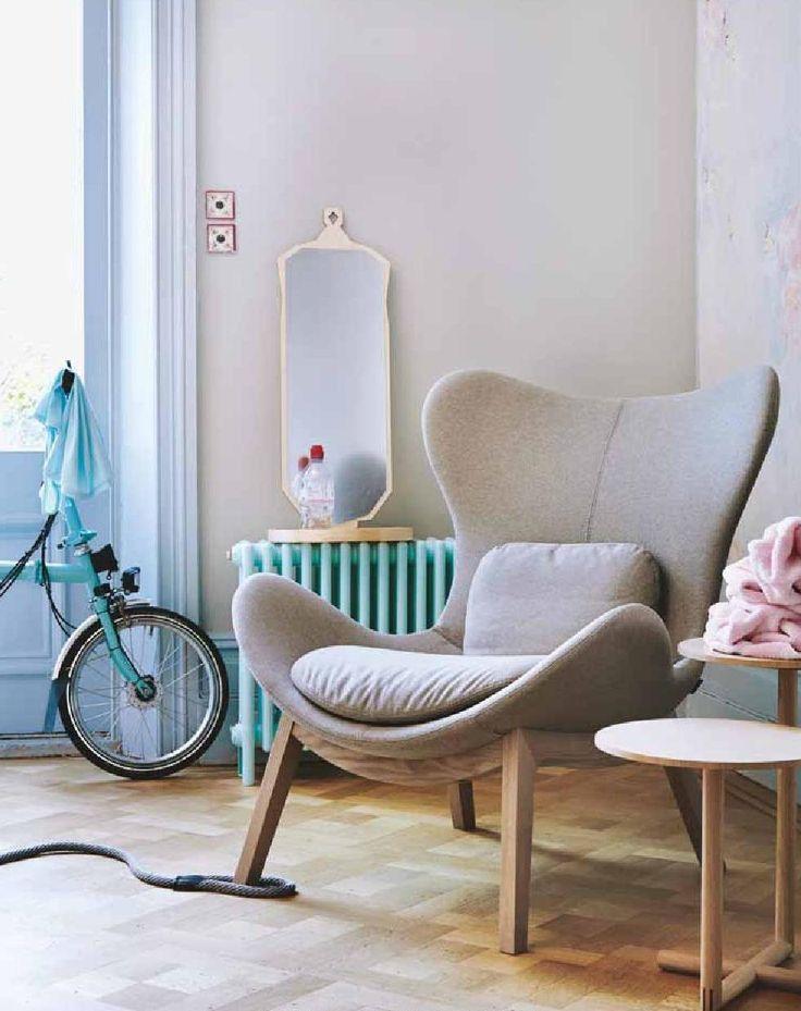 TOUT! Fauteuil, table, radiateur peint, miroir!