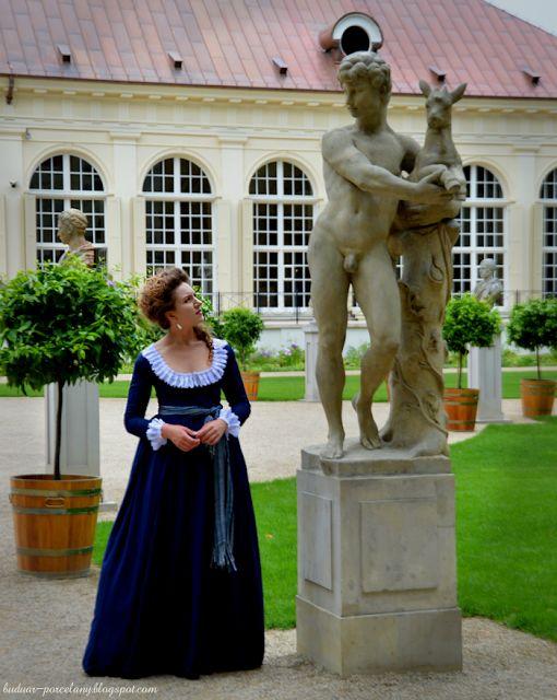 Pod umówionym jaworem / suknia z lat 1790.
