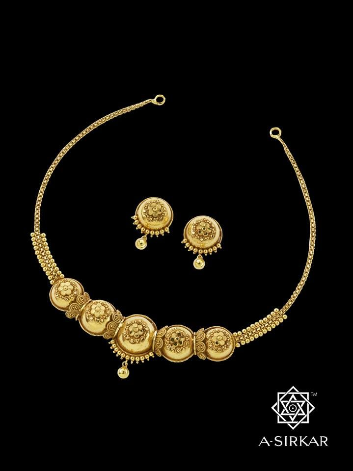 Bahtahna Necklace: Five Kannada peas in a pod without the pod - sometimes nature's perfect posturings, especially noticeable in its vegetation, provide inspiration for form. We too took the humble peas in a pod and recast them as this handcrafted, duly simple, antique-tinged, 22K gold necklace.
