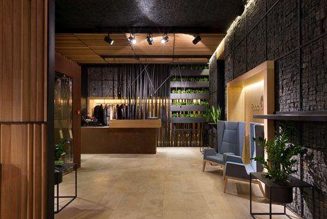 """Significativo esempio di come i modelli della famiglia Inka Wood di Billiani possono mixarsi e alternarsi all'interno di uno spazio ricreativo, il ristorante """"Food & Forest"""" dell'hotel Verholy relax park presenta ambienti dal..."""