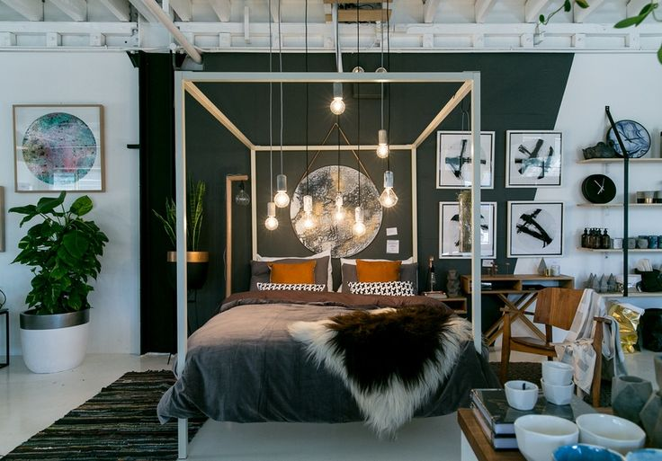 Love the atmosphere with this bed and the lighting. |Design Twins