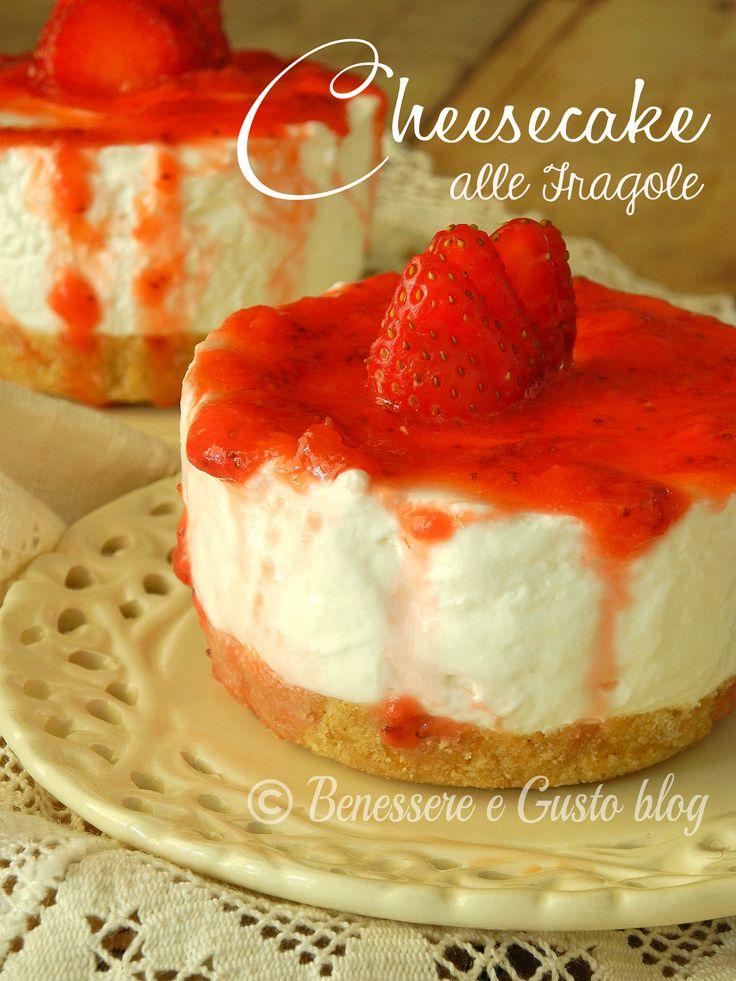 Cheesecake alle fragole fresca e perfettamente equilibrata nella consistenza..