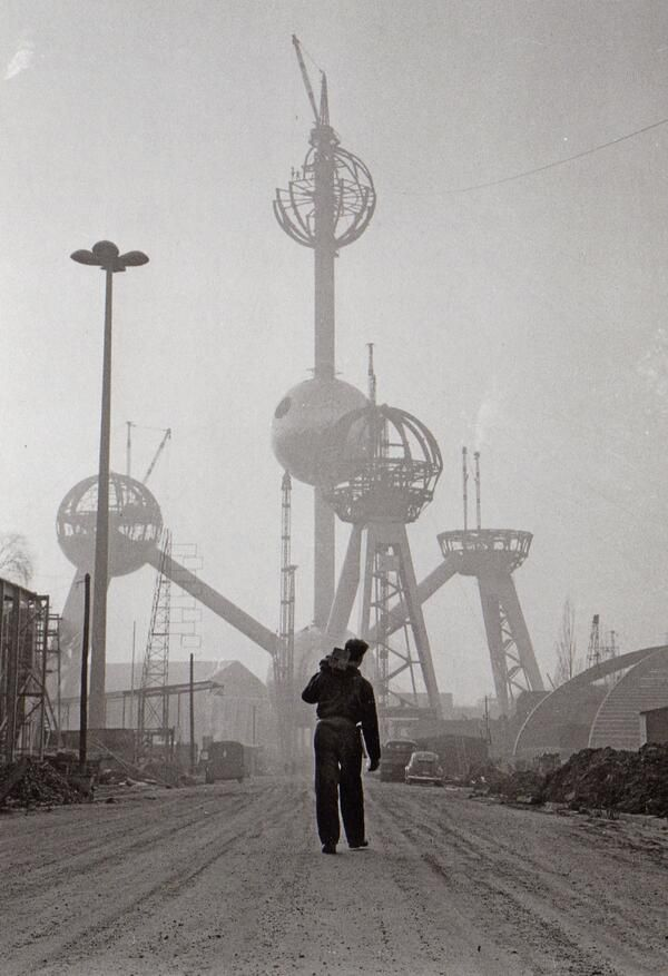Atomium construction.. Expo 58, Brussel, België (1957)