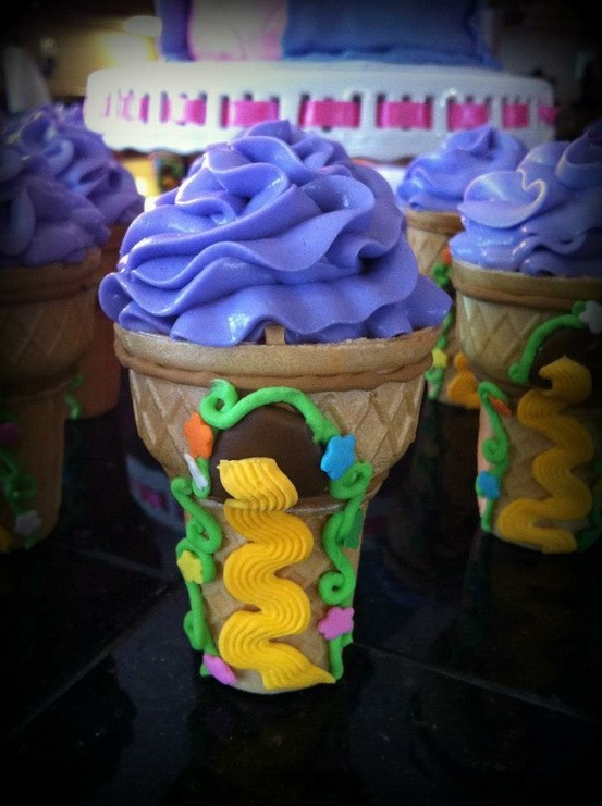 Rapunzel Cupcake Towers (from SweetDoodleCakes)